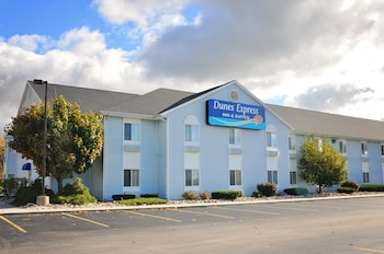 Dunes Express Inn & Suites in Hart, Michigan