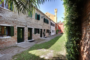 Photo for Garden Houses Apartment in Venice