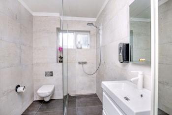 Freyja Guesthouse & Suites - Bathroom  - #0