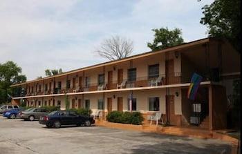 Parliament Resort - Gay Men's Resort