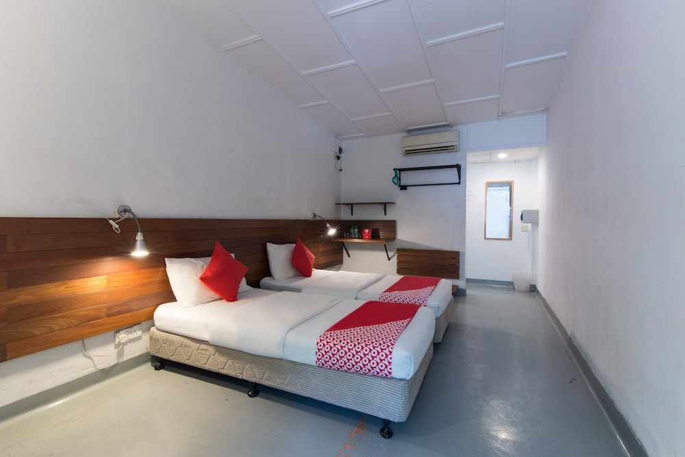 OYO 161 Lodge Paradize Hotel