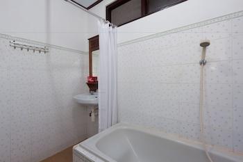 ZEN Premium Sanur Danau Tamblingan 2 - Bathroom  - #0