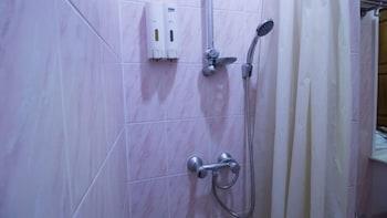 ZEN Rooms Petchburi 11 Pratunam - Bathroom Shower  - #0