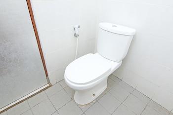 ZEN Rooms Raya Gelogor Carik Denpasar - Bathroom  - #0