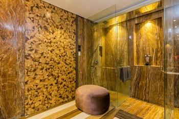 ZEN Rooms By Pass Ngurah Rai Suwung - Bathroom  - #0