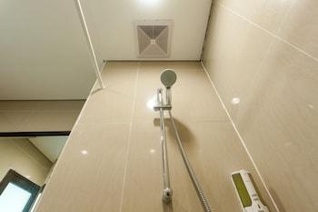 ZEN Rooms Kuta Puri Demak - Bathroom  - #0