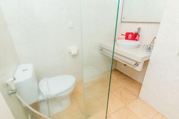 ZEN Rooms Legian Poppies One - Bathroom  - #0