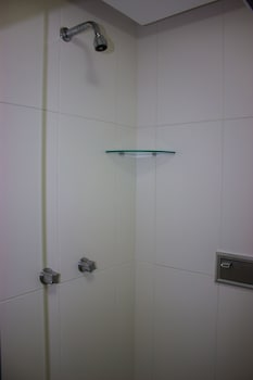ZEN Rooms Real Grandeza - Bathroom Shower  - #0