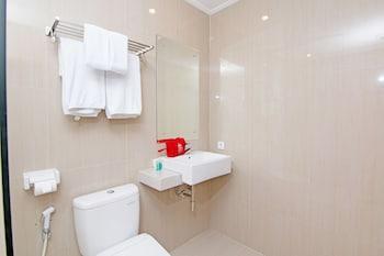 ZEN Premium Dewi Saraswati Seminyak - Bathroom  - #0