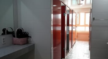 Tongyeong Guesthouse Seopirang - Hostel - Bathroom  - #0