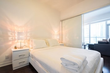 Save:10% New One Bedroom Condo Downtown-CN TOWER Toronto (Ontario 625290 4) photo