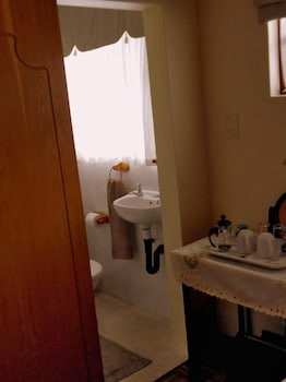 Fort Amity Bed and Breakfast - Bathroom  - #0