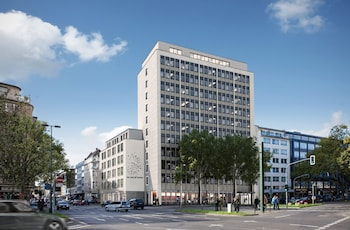 me and all hotel duesseldorf - Featured Image  - #0