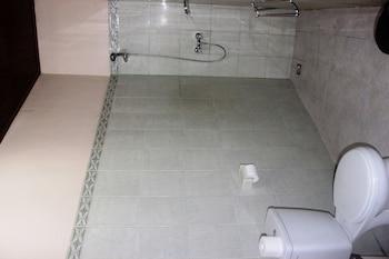 Pondok Bambu Dive Resort - Bathroom  - #0