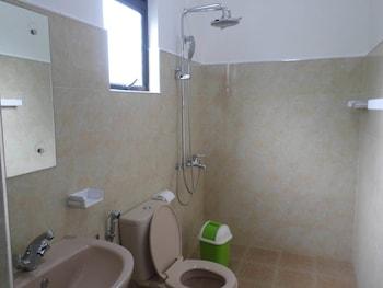 Vista Rathna Holiday Resort - Bathroom  - #0