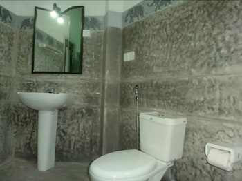 Vista Peacock Wings Guest House - Bathroom  - #0