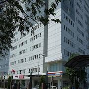 亞峰佩買公寓飯店