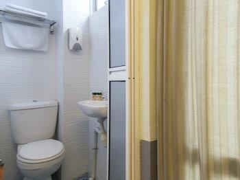 OYO 183 SS City Hotel - Bathroom  - #0