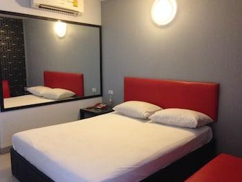 Natpob Sleep Station Motel - Featured Image  - #0