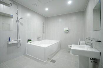 Hotel King - Bathroom  - #0