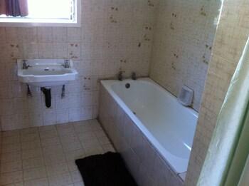 Kuku Royal Lodge - Bathroom  - #0