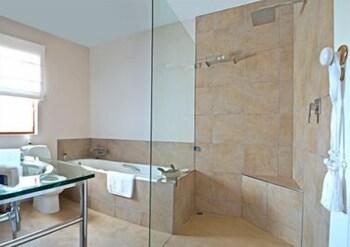 Rendez vous De Golf Guesthouse - Bathroom  - #0