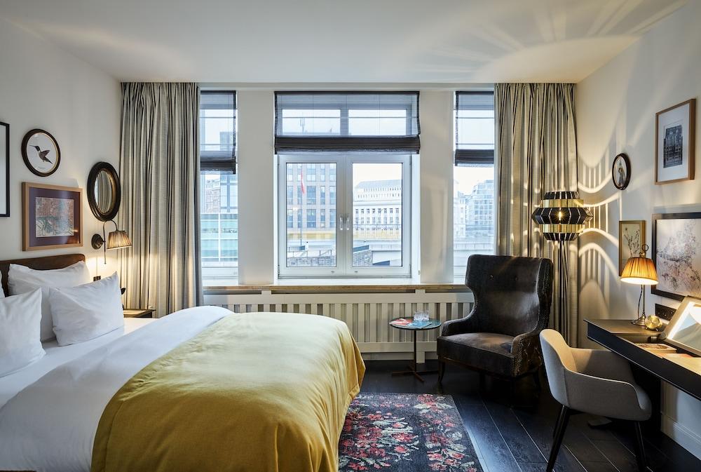 Sir Nikolai Hotel