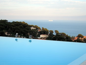 Overlooking Monte Carlo - Costa Plana 1