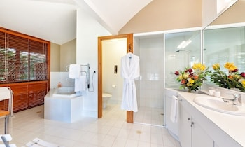 LeCamah Hill - Bathroom  - #0