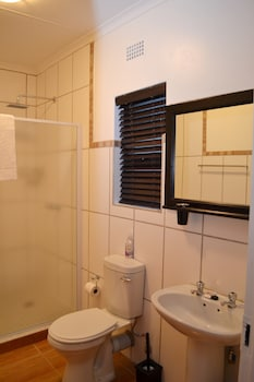 B at Home Guesthouse Piet Retief - Bathroom  - #0
