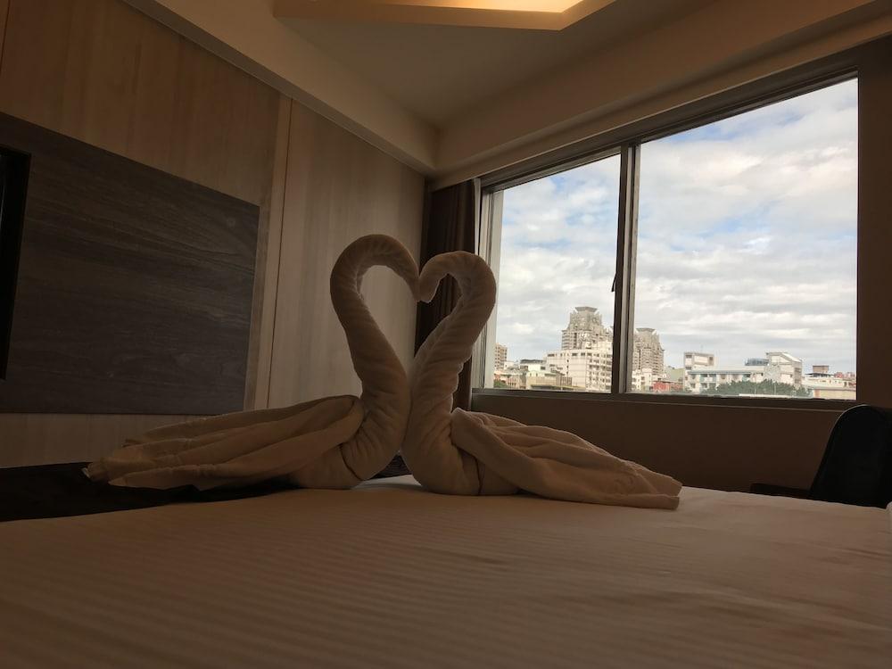 Open Room Hotel