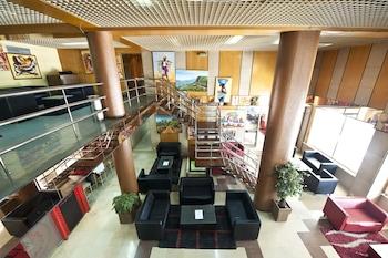 Hotel Tivoli - Featured Image  - #0