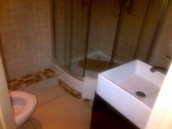 Comfort Palace Guesthouse Kasane - Bathroom Shower  - #0