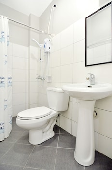 Harbour Gardens Tourist Inn - Bathroom  - #0