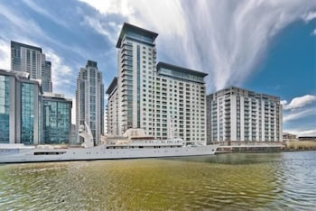 Canary Wharf Waterfront Apartments - Hotel Front  - #0