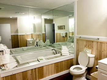 Carriage House Country Club - Bathroom  - #0