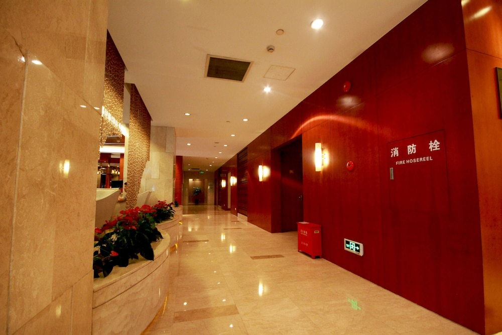 Ballroom/Hall 56 of 114