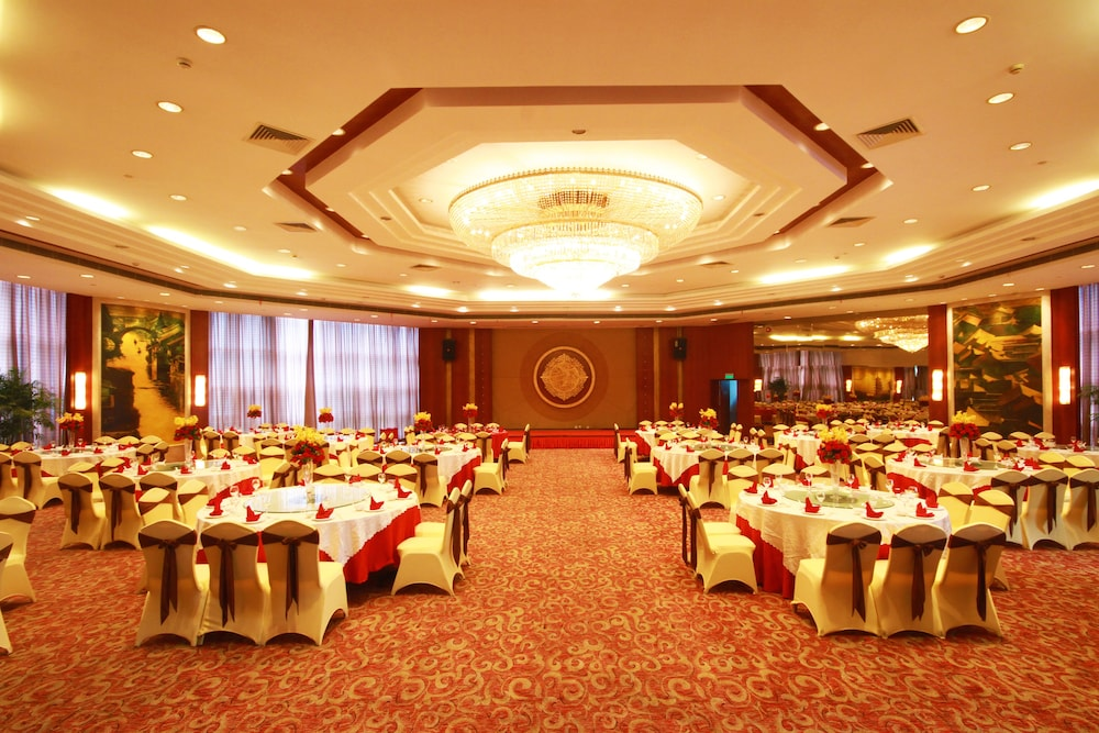 Ballroom/Hall 57 of 114