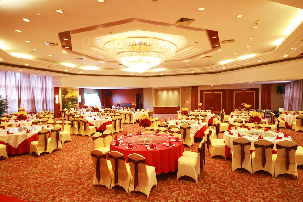 Ballroom/Hall 45 of 114