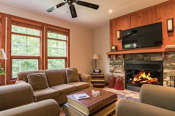 Tremblant-Les-Eaux - RVMT - Living Room  - #0