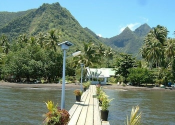 Photo for Bonjouir Lodge Paradise in Teahupo'o