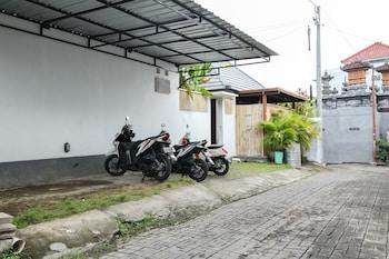 Airy Kuta Utara Padonan Gang Strawberry 2 Bali - Parking  - #0