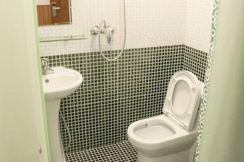 Beijing Alley International Youth Hostel - Bathroom  - #0