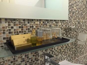 Suvarnabhumi Ville Airport Hotel - Bathroom  - #0