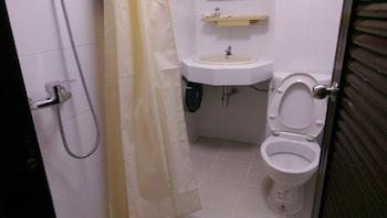 Bunk Sukhumvit 11 Business Inn - Bathroom  - #0