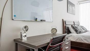 Modern LA 2 Bedroom Luxury Suites