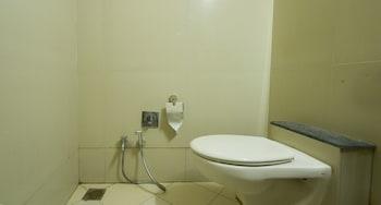 Fabhotel Bhagyashree Magarpatta - Bathroom  - #0