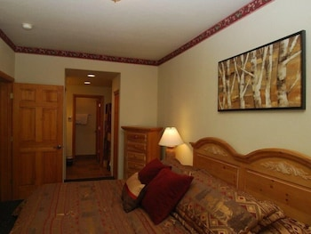 Hidden River Lodge 2 Bedroom Apartment by Key to the Rockies
