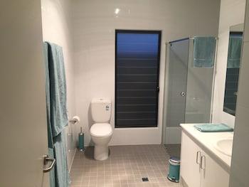 Villas on the Bay Kingscote - Bathroom  - #0