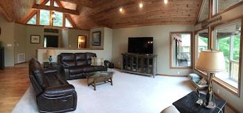 Perfect Getaway 4 Bedroom Holiday home by Norris Lake in Jacksboro, Tennessee